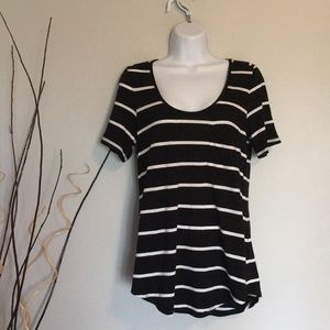 Stripped black and white scoop neck t-shirt
